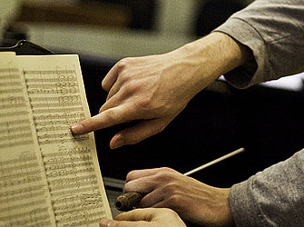 Erarbeitung eines Notentextes/Foto: Johannes Kroemer