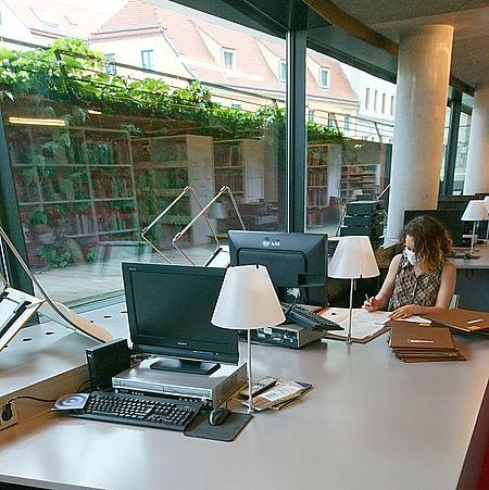 Arbeitsplätze in der Bibliothek/Foto: HfMDD