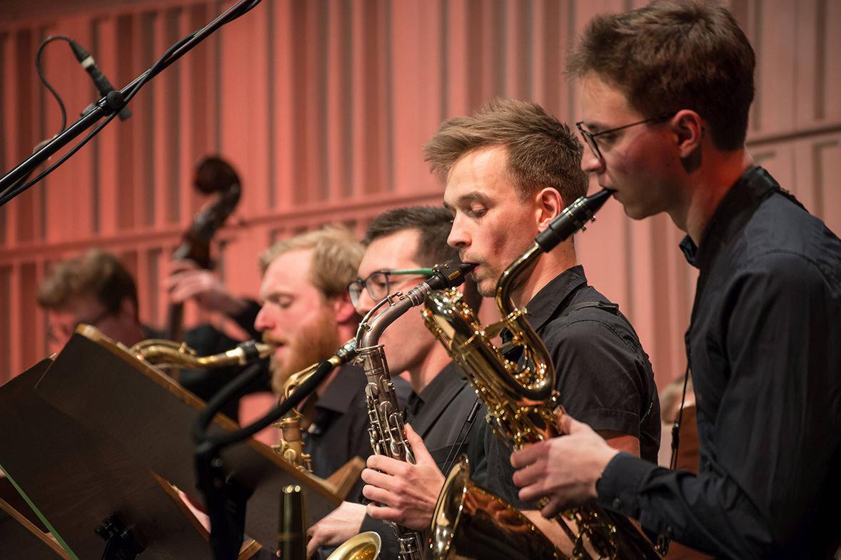 Saxophonisten des hfmdd jazz orchestra/Foto: Marcus Lieder