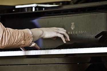 Hände auf Klaviatur/Quelle: Archiv HfM