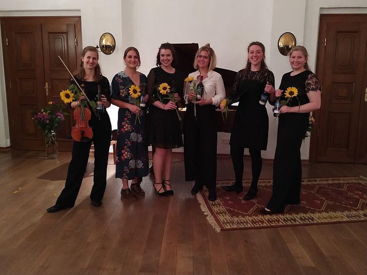 v.l.n.r. Reingard Voss, Rosa Üregi, Luise Ebert, Emma Rudolph, Lilly Kindler, Coleen Dreher/Foto: Brita Wiederanders