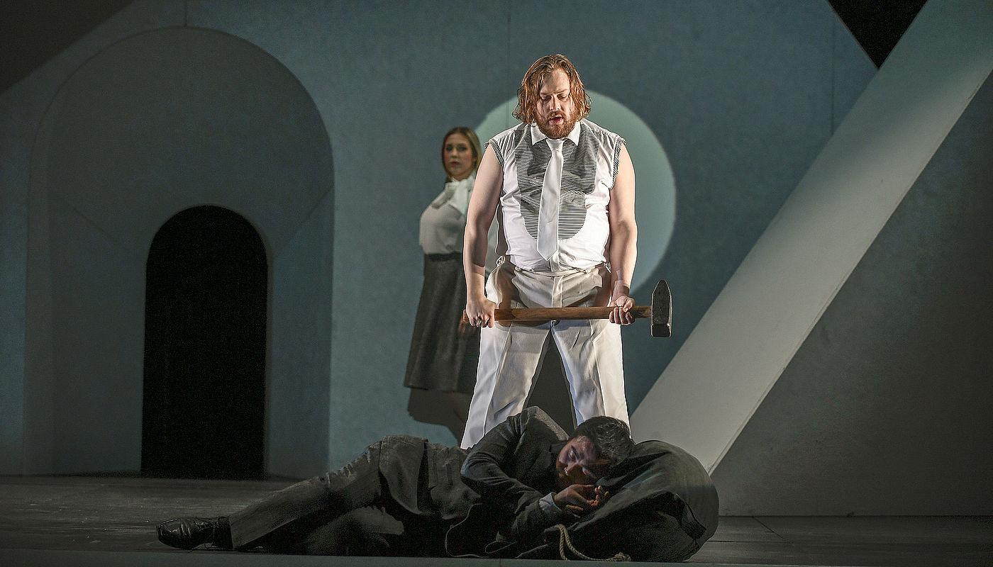 Paulina Bielarczyk als Sa femme, Jussi Juola als Son ami und Elia Jang als Le matelot, Foto: Sebastian Hoppe