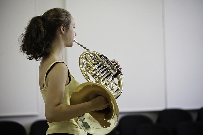 Hornistin/Foto: Marius Leicht