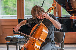 Cellospieler im Konzert