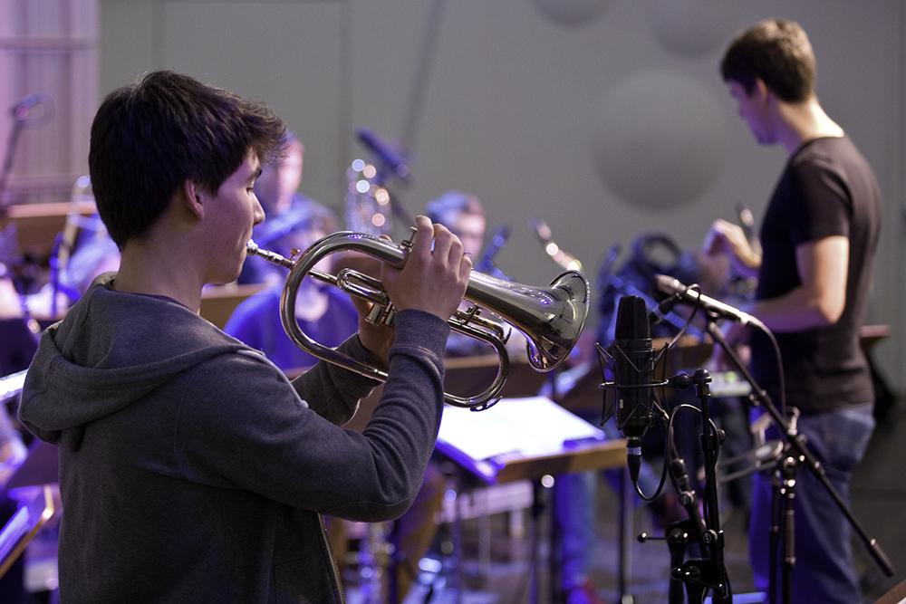 Solist in Probe des hfmdd jazz orchestra/Foto: Ronny Waleska